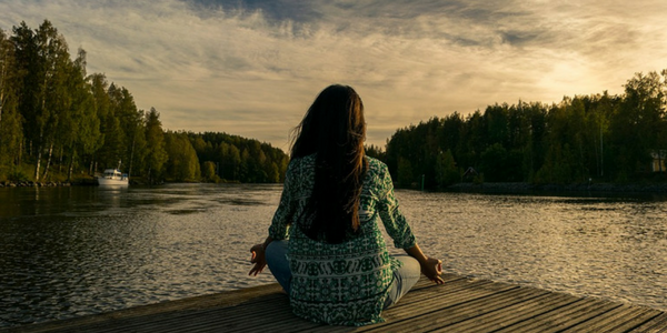 7 Reasons to Meditate - Meditating Girl
