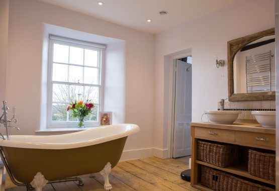 bathroom-free-standing-bath-Thrupp-yoga-retreat