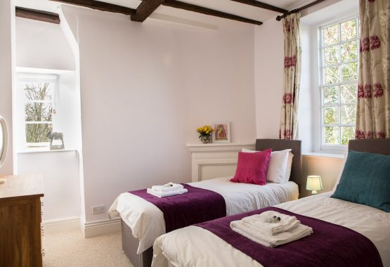 Twin bedroom thrupp yoga retreat venue