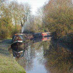 Yoga-retreats-hoidays-thrupp-canal-and-boats