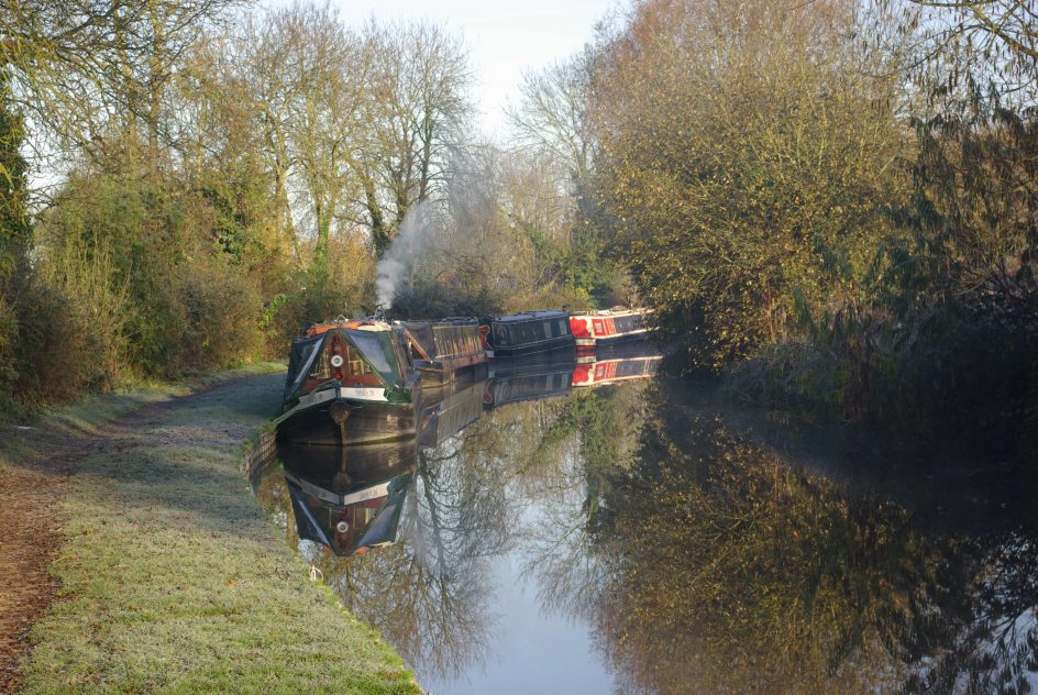 Yoga-retreats-hoidays-thrupp-canal-and-boats