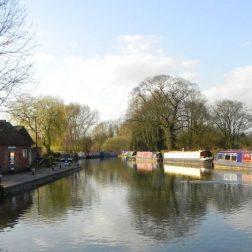 yoga-retreats-holidays-thrupp-canal-boats-on-canal