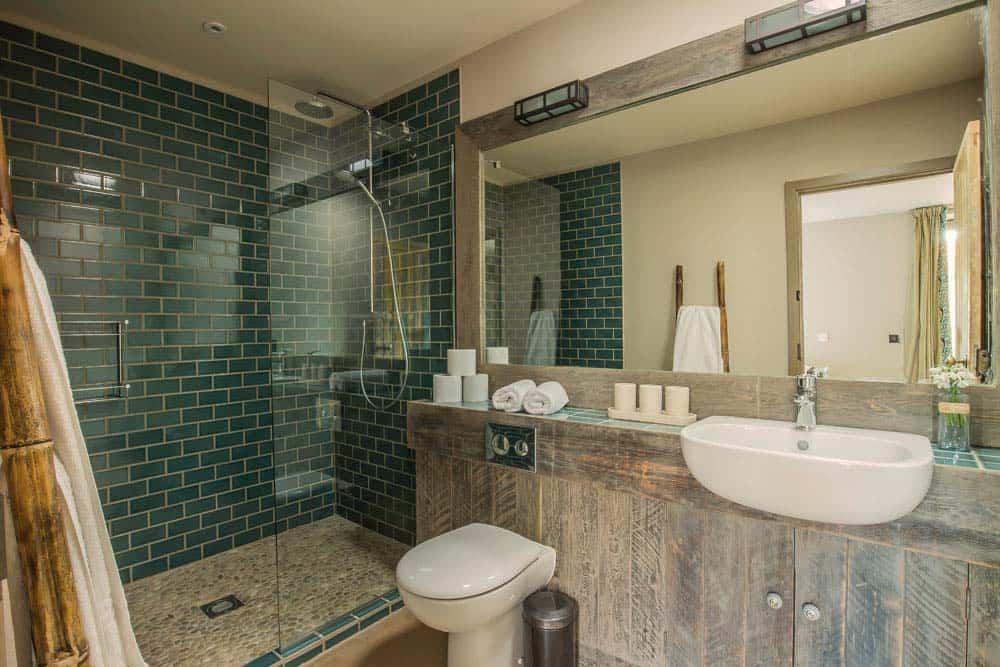 bathroom with shower Norfolk yoga retreat