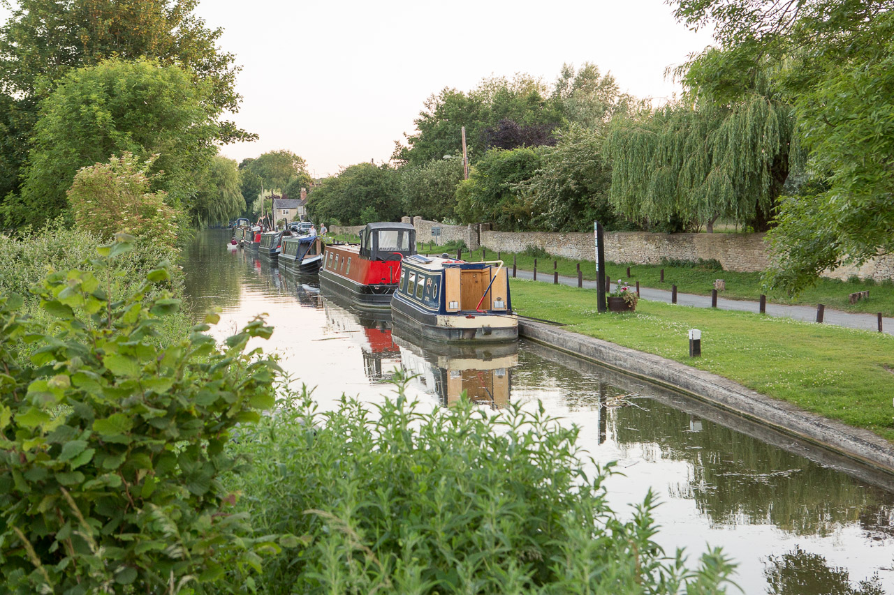 canal and canal boats thrupp