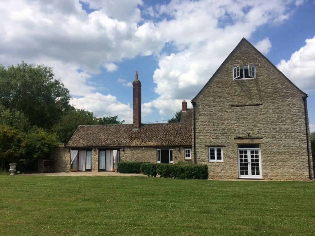 exterior of thrupp yoga retreat venue oxfordshire