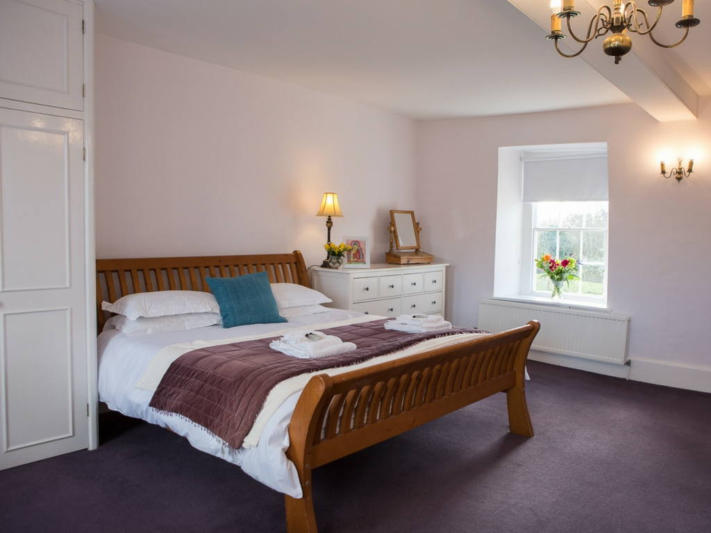 master bedroom Thrupp Oxfordshire retreat