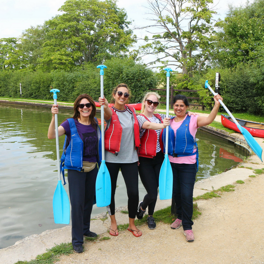 Guests Canoeing in Thrupp