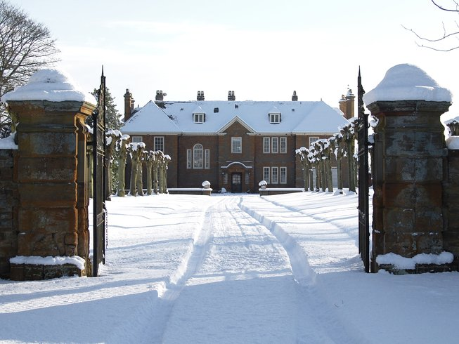 Oxfordshire retreat venue snow