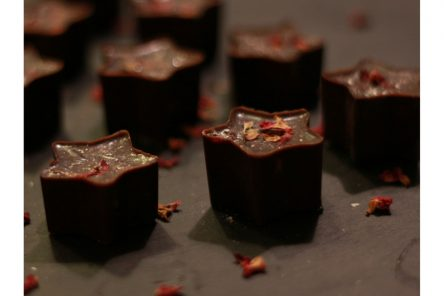 Raw chocolate stars