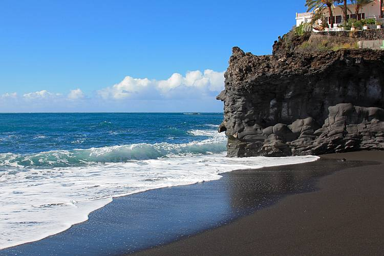 santorini black sand beach and cliff