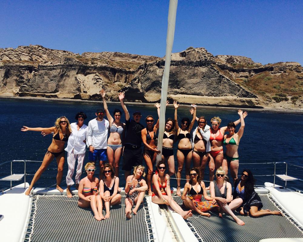 group photo on catamaran sailing caldera santorin