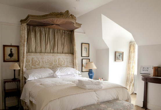 romantic room yoga wellness retreat oxfordshire