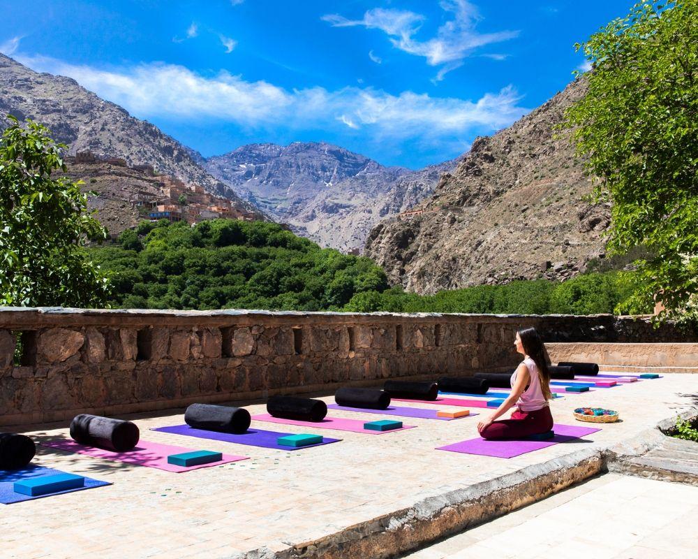 yoga teacher yoga mats atlas mountains morocco may 2020