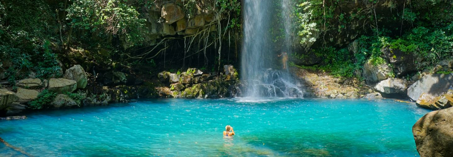 waterfall acqua water and person in water yoga holiday costa rica